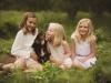 Avslappnad familjeporträtt hund syskon