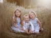 familjefotograf värsås utomhus hemma på gården