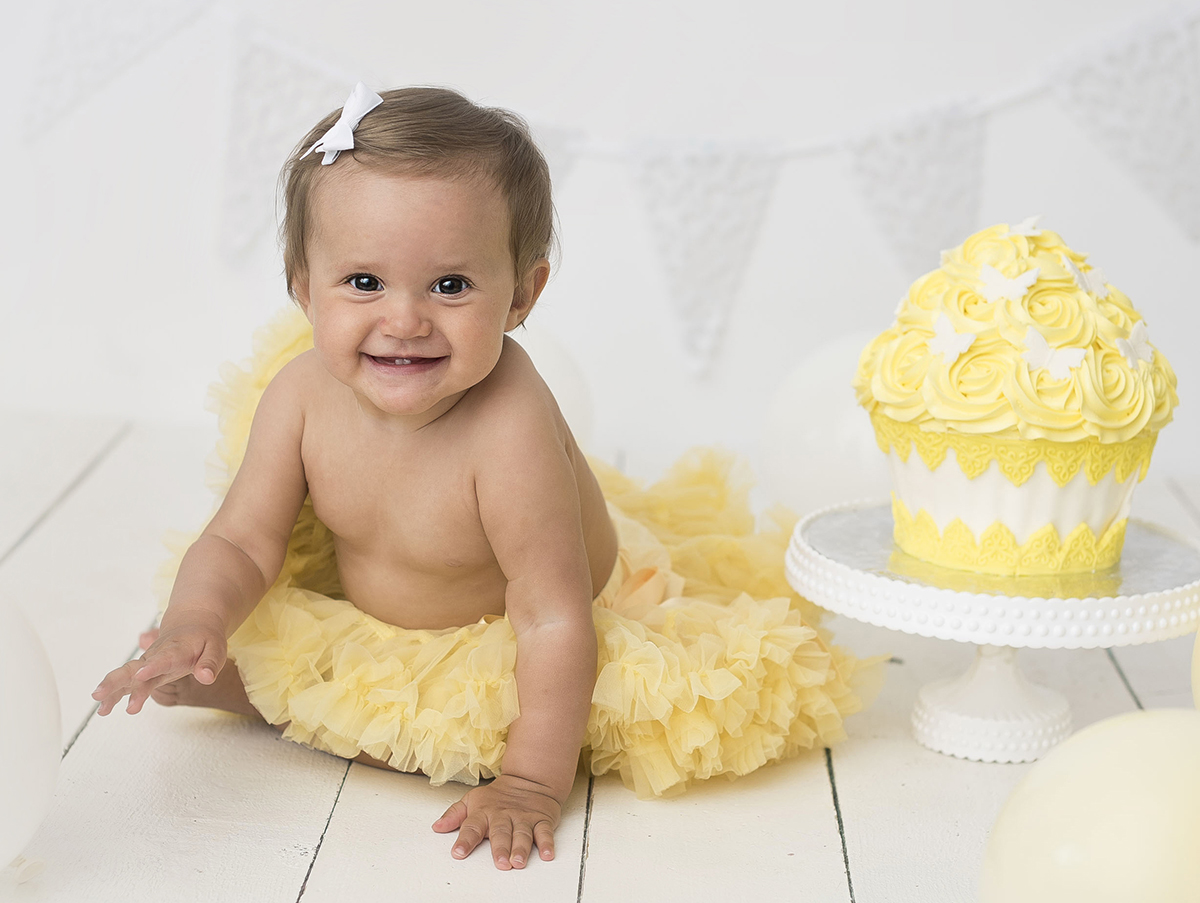 Cake smash med gult tema i Tidaholm