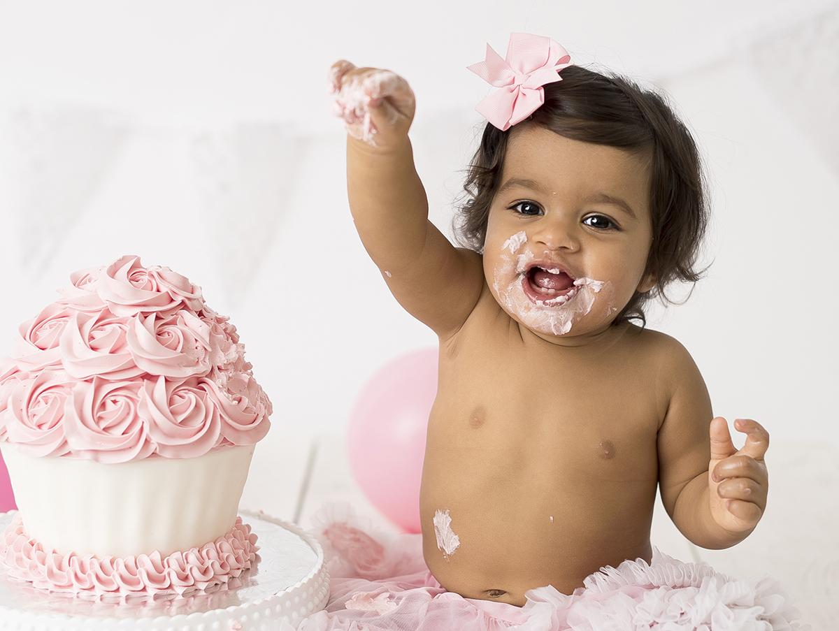 Rosa smash the cake