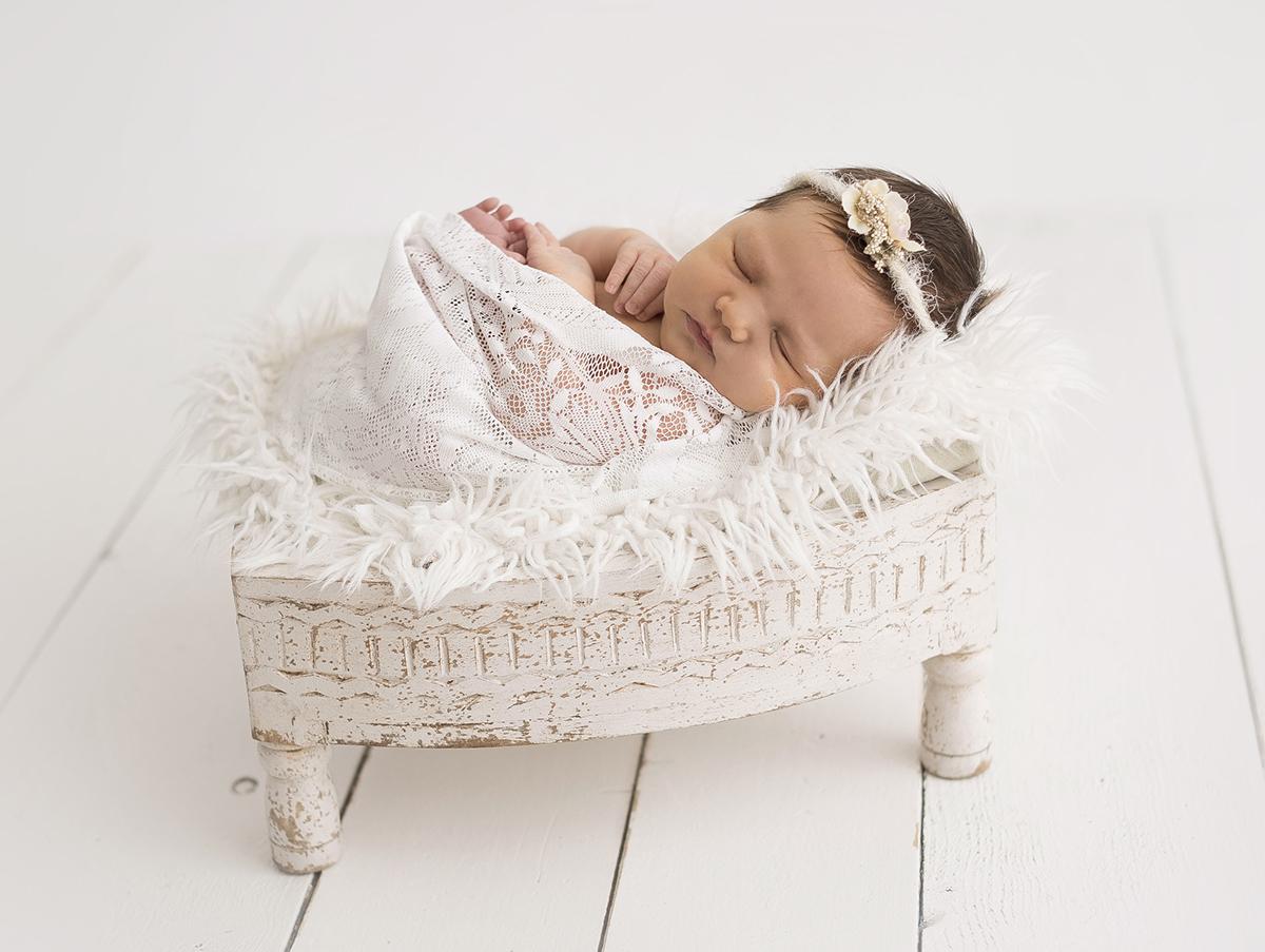 Nyföddbilder i studio med naturligt ljus