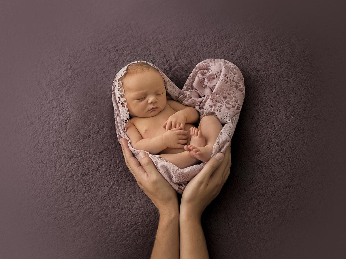 Nyföddfotografering med hjärta
