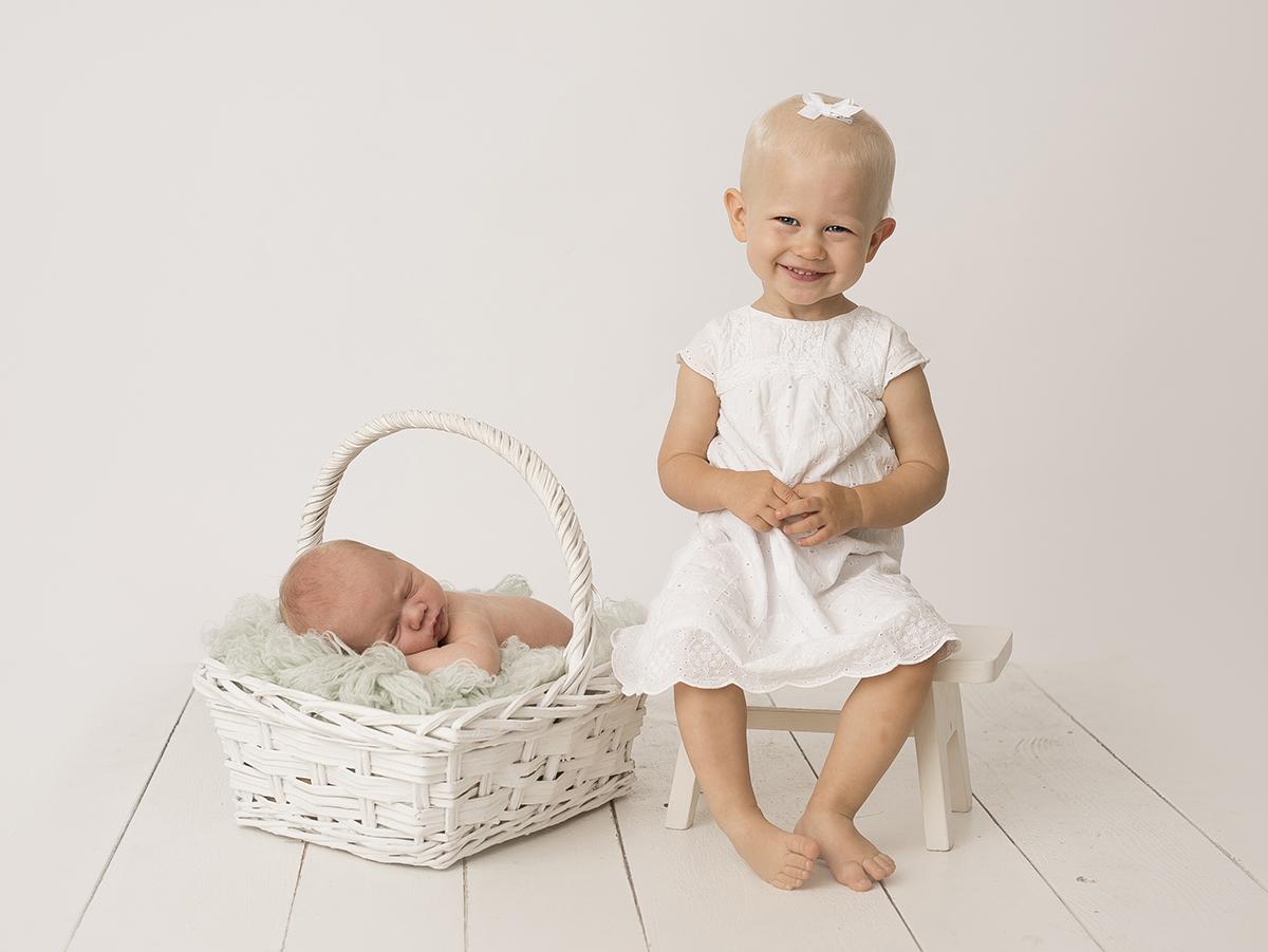 Syskonfotografering och baby i Skövde