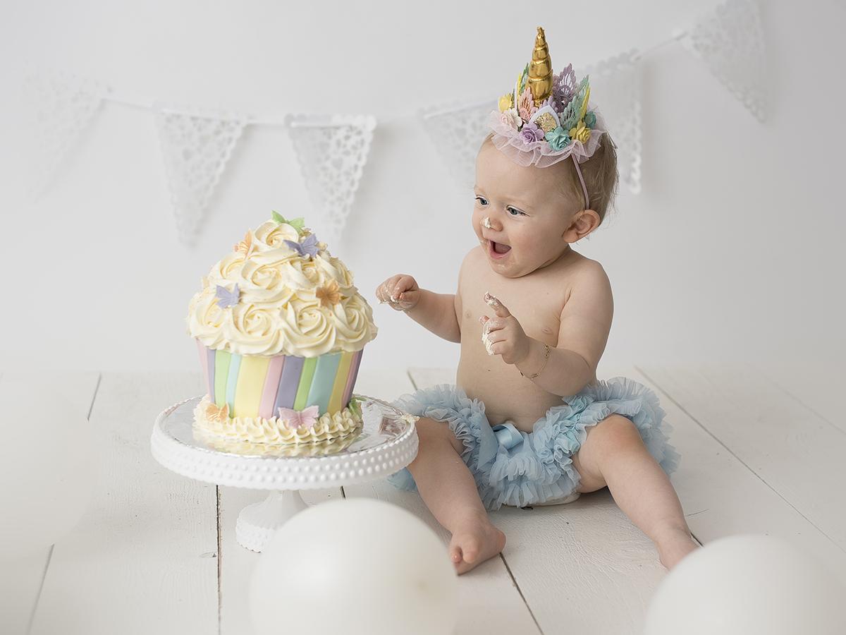 Smash the cake med pastelligt färgtema